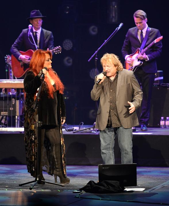 Lou Gramm joins Wynonna Judd on stage at The Venetian Theatre in Las Vegas