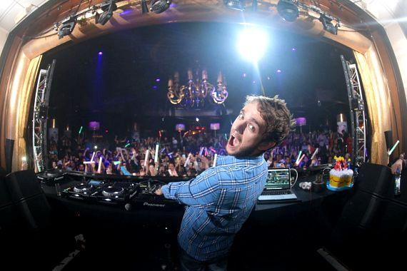 Zedd with crowd on Labor Day weekend at XS Las Vegas
