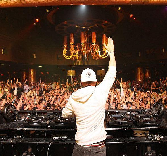 Avicii performs at XS Nightclub