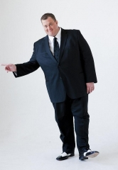 'Mike & Molly' Star Billy Gardell Brings Stand Up Comedy Routine to Treasure Island April 10