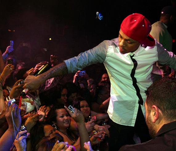Bow Wow shares champagne with the crowd (Photo credit: Vic Bonadonna)