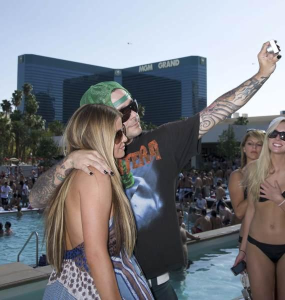 Carmen Electra and Rob Patterson at Wet Republic (Photo Courtesty of Jill Ann Gifford/Star Traks)