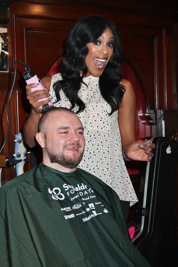 PEEPSHOW star Cheaza shaves heads at Rí Rá Las Vegas' St. Baldrick's Fundraiser