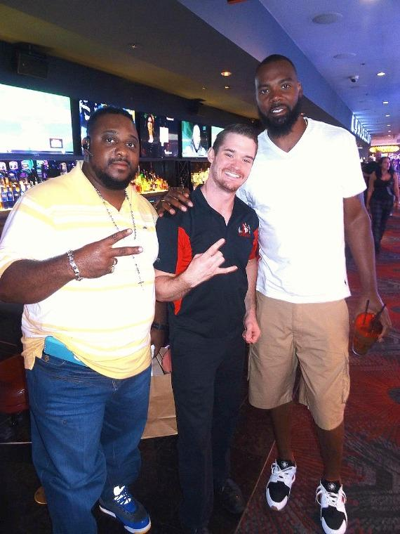 Former NBA player Chris Wilcox (r) with the D Casino Hotel Longbar Flair Bartender (c)