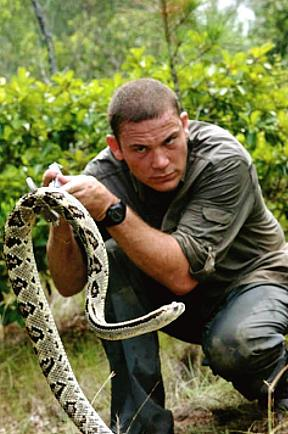 Man to Spend 10 Days in Glass Box with 100 Snakes Outside O'Sheas Casino