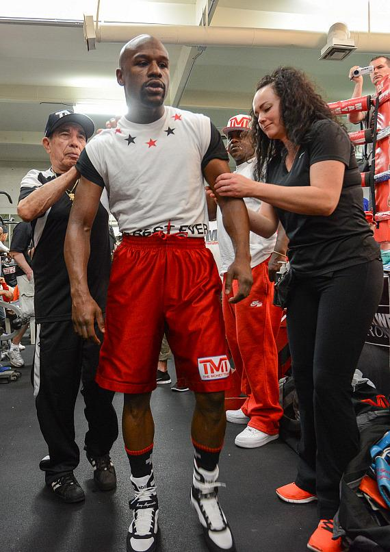 "Ten-Time World Champion Floyd ""Money"" Mayweather holds Las Vegas Media Workout"
