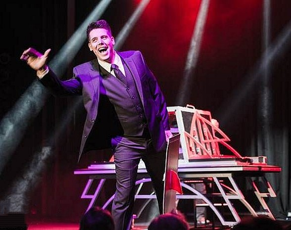 Illusionist Mark Bennick on Tour at Washington's Muckleshoot Casino
