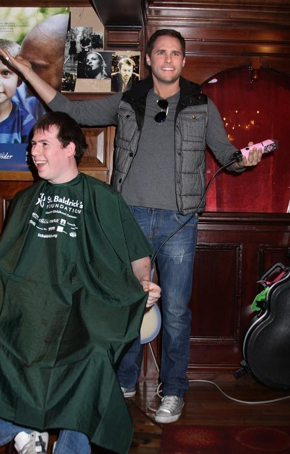 PEEPSHOW star Josh Strickland shows off his barbershop skills at the Rí Rá Las Vegas' St. Baldrick's Fundraiser