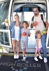 Kendra Wilkinson, Family Ride the High Roller Observation Wheel in Las Vegas