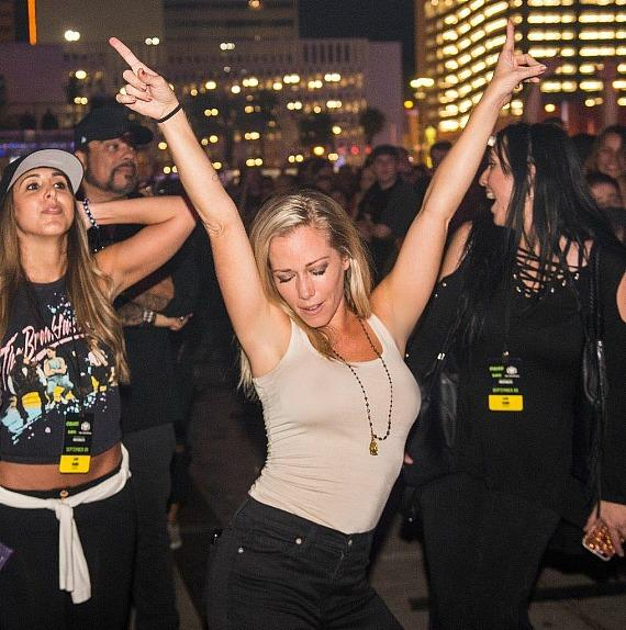 Kendra Wilkinson dancing at DLVEC at Offspring/Sublime with Rome Concert in Las Vegas