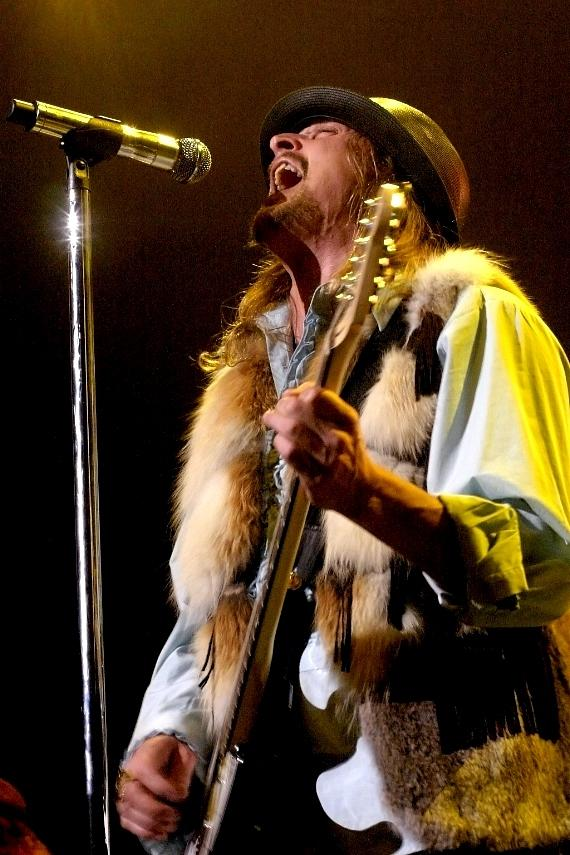 Kid Rock performs at the The Pearl Concert Theater (Photo credit: Joanne Vitale)