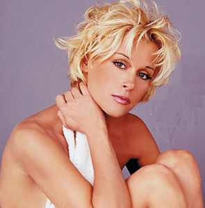 Lorrie Morgan will perform at the Eastside Cannery December 13
