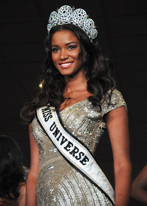Planet Hollywood Rolls Out Red Carpet for 2012 Miss Universe Contestants