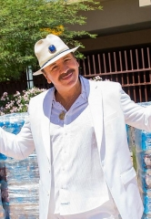 House of Blues Headliner Carlos Santana visits the Las Vegas Rescue Mission
