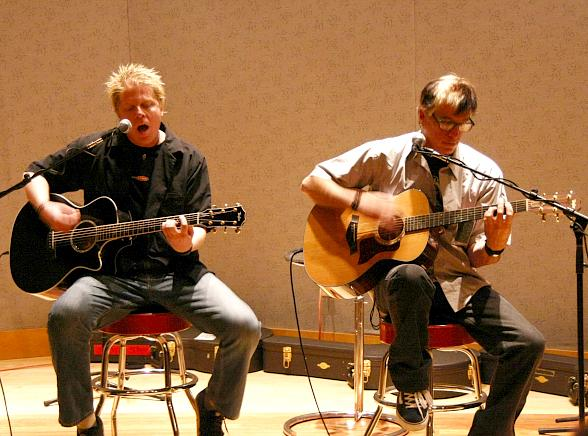 Offspring members Dexter and Noodles performed acoustically
