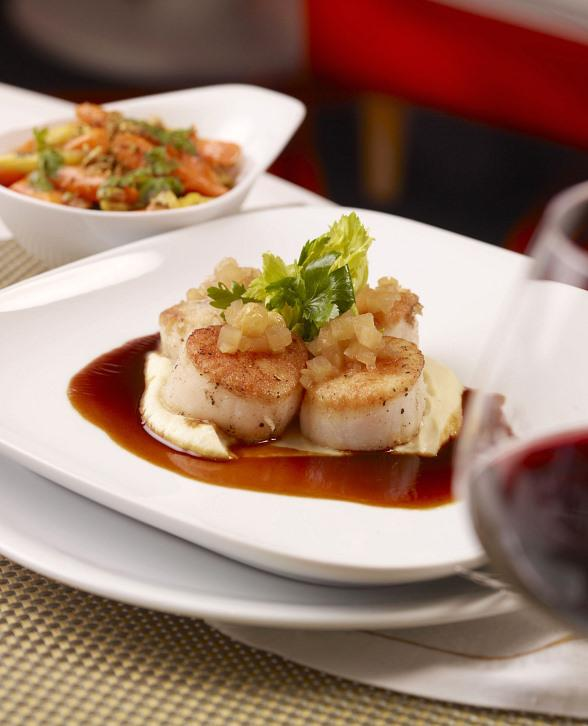 Oven roasted Atlantic Sea Scallops with celery root puree, apple chutney
