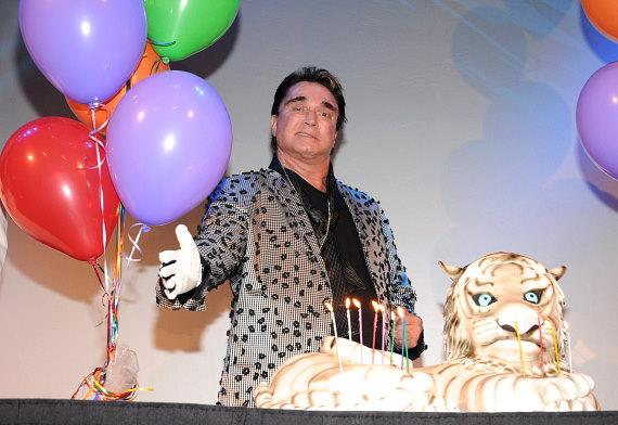 Roy Horn celebrates his birthday at The Mirage
