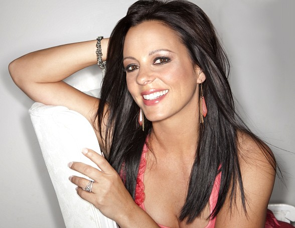 """Stronger"" Sara Evans at Eastside Cannery June 29"