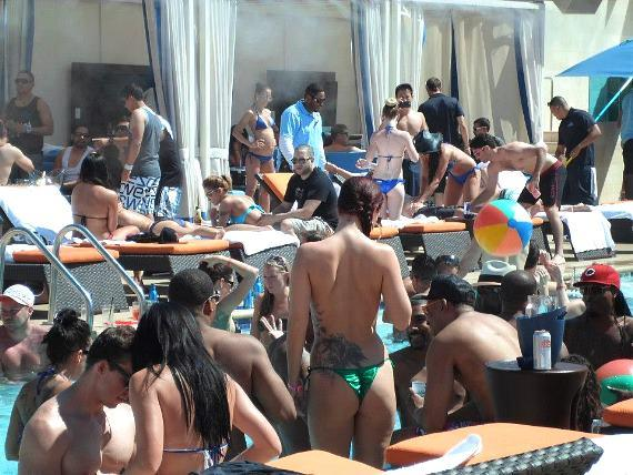 Mother's Day crowd at Sapphire Pool & Dayclub