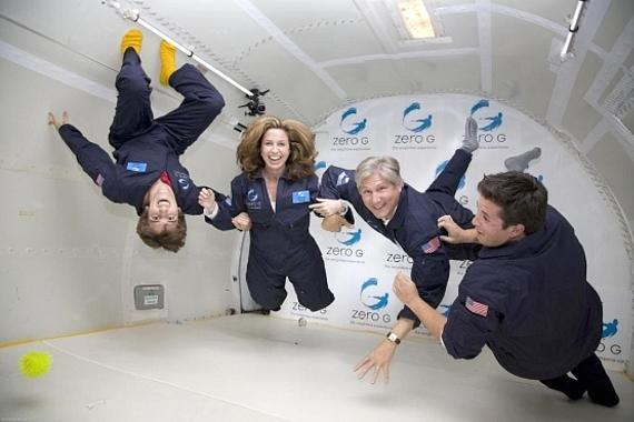 do astronauts in the space station experience gravity - photo #35