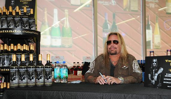 Vince Neil with bottles of Tatuado vodka at Lee's Discount Liquor