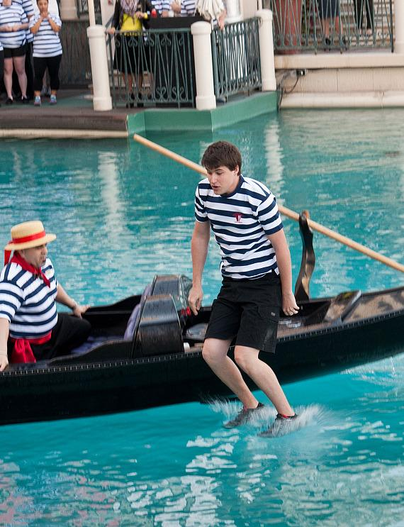 Gondolier applicants test their abilities at The Venetian