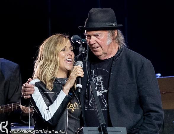 "Photo Gallery: ""Light Up The Blues"" in LA with Neil Young, Stephen Stills, Beck, Patti Smith, Sheryl Crow and More..."