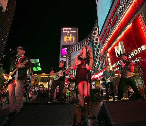 Country-pop artists Morgan Leigh Band performed on the patio stage