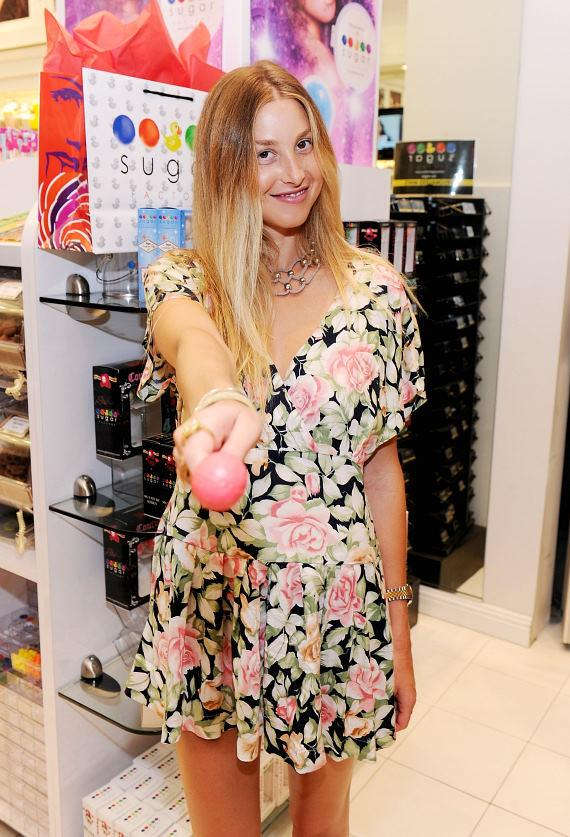 Whitney Port indulges in a Couture Pop at Sugar Factory at Miracle Mile Shops