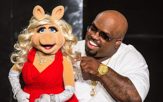 Cee Lo Green and Miss Piggy during taping of Cee Lo Christmas special.