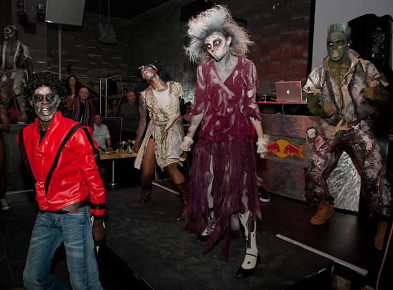 Freestyle Expressions performance of Thriller at Moon Nightclub