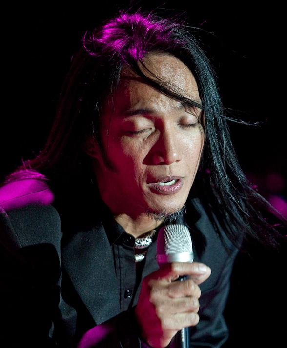 Journey Performs at M Resort; Lead Singer Arnel Pineda Plans a Tsunami Benefit