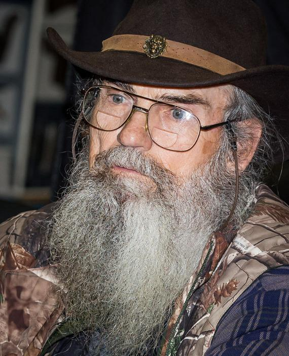 Reality Tv Star Si Robertson Signs New Book At Sam S Club