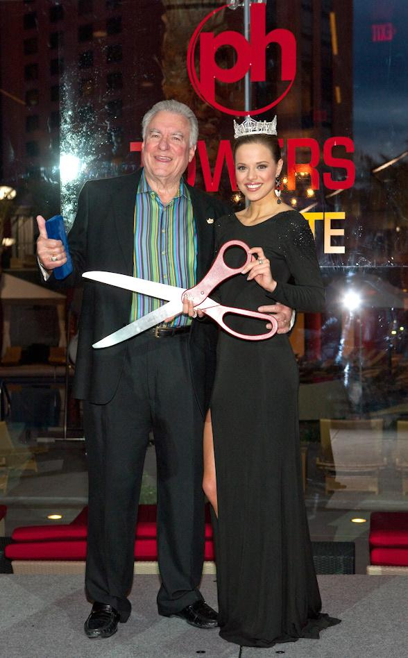 David A. Siegel, president and CEO of Westgate Resorts, and Miss America 2009 Katie Stam at PH Towers