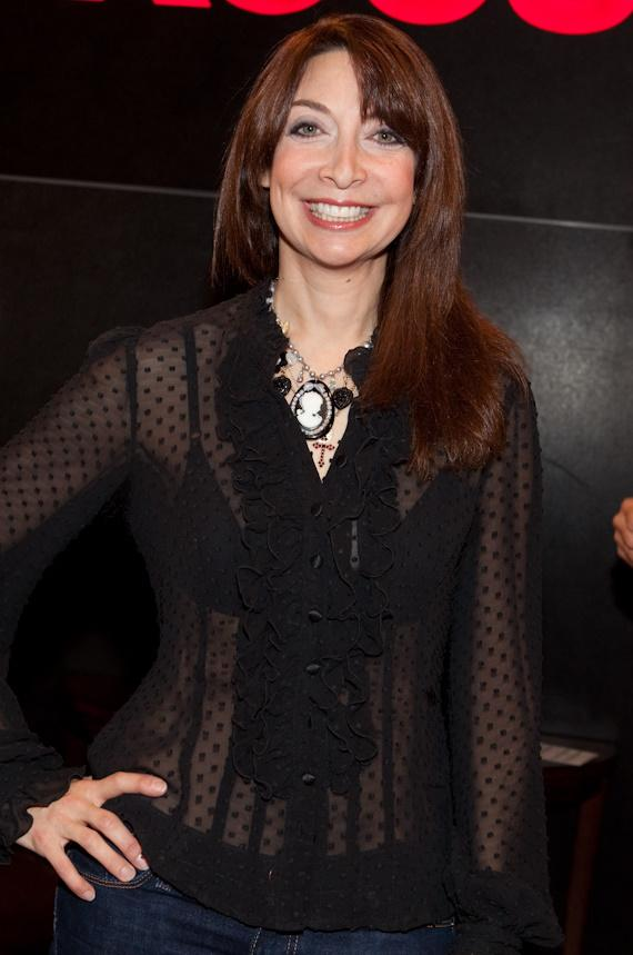 Pictures of illeana douglas sexy, voluptuous stephani