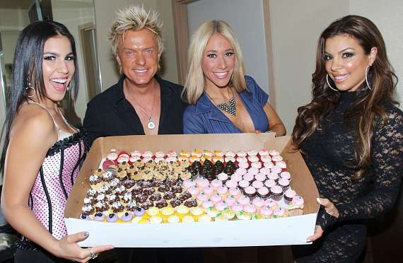 Christina Amato, Chris Phillips, Lydia Ansel and Nieve Malandra with cupcakes
