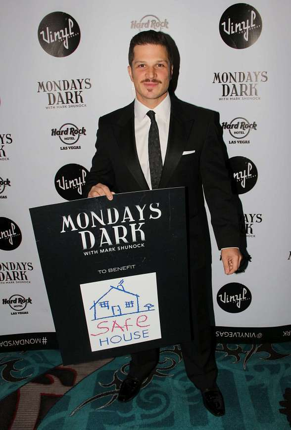 "RED CARPET: Celebrities Support Mark Shunock's ""Mondays Dark"" Benefit for SAFE HOUSE at Vinyl in Las Vegas"