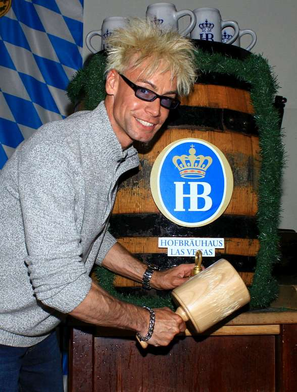 Celebrity Magician Murray SawChuck taps into Hofbräuhaus Las Vegas' Dark Wheat Beer Keg