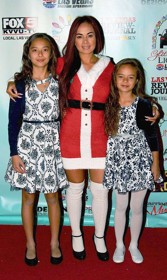 Dixie Miranda and her daughters, Kayla (L) and Keena (R)