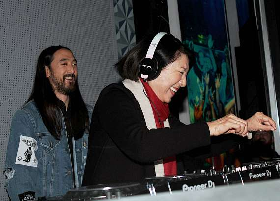 Steve Aoki's mother, Chizuru Aoki, takes to the stage