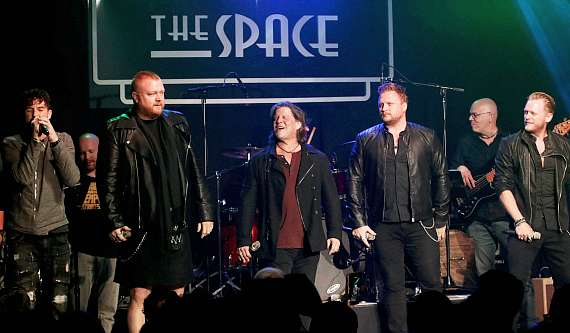 Bucky Heard and Tenors of Rock perform at the Mondays Dark benefit for The Tyler Robinson Foundation