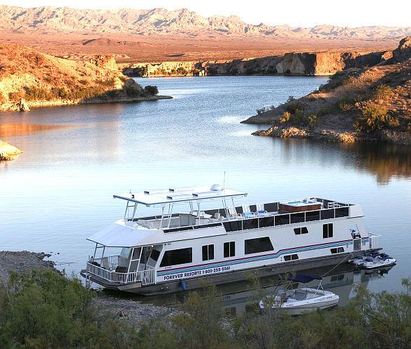Escape to Serene Southwest Waters with New Year Houseboat Specials from Forever Resorts