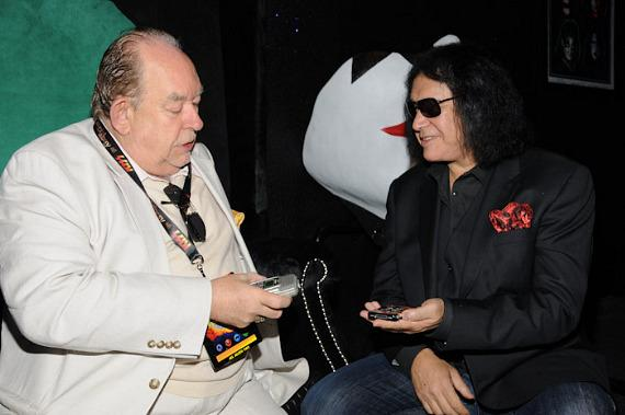 Robin Leach and Gene Simmons