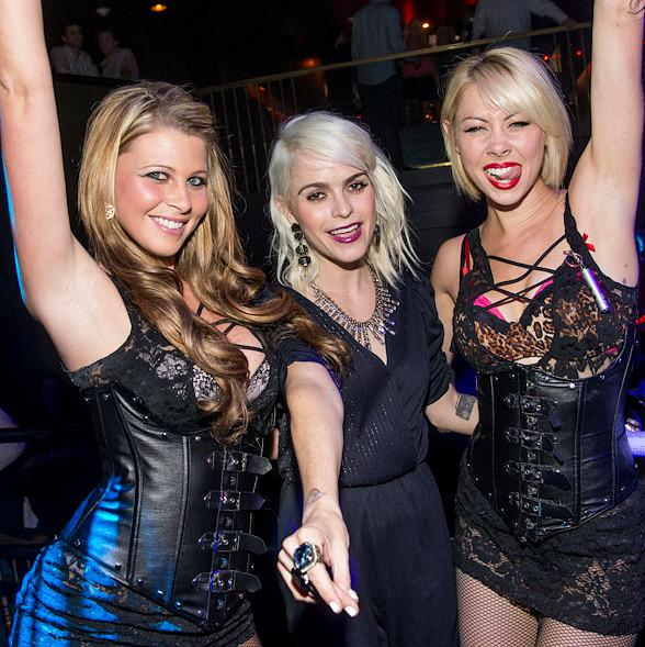 Taryn Manning (c) with dancers at Body English