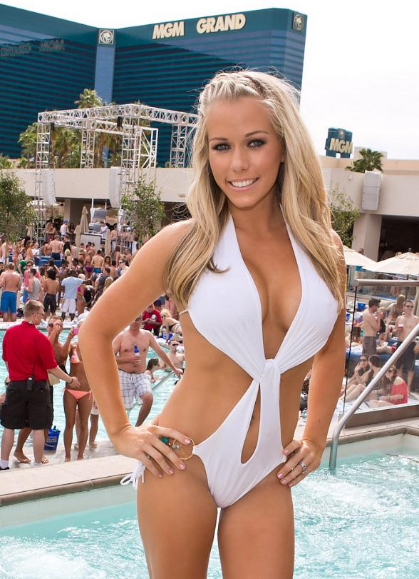 Kendra Wilkinson-Baskett Shows Off Bikini Body at WET REPUBLIC