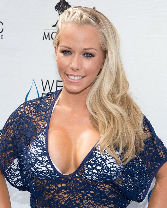 Close up of Kendra Wilkinson-Baskett on the blue carpet at WET REPUBLIC