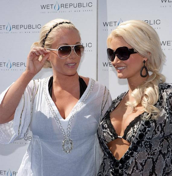 Kendra Baskett and Holly Madison at WET REPUBLIC