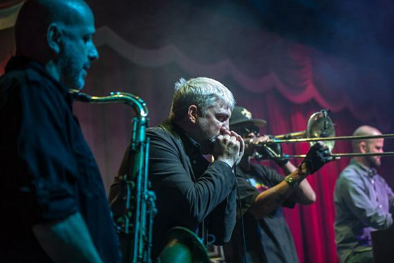 Taylor Hicks performs with Galactic at Brooklyn Bowl Las Vegas