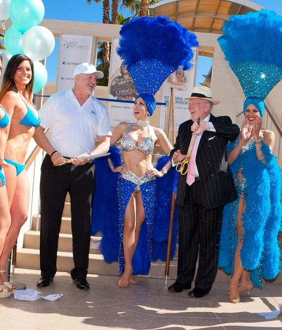 Former Mayor Oscar B. Goodman and Mark Prows, Vice President of Entertainment for MGM Grand, after cutting