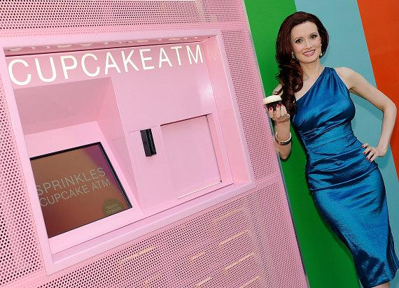 Holly Madison Visits Cupcake Atm At Sprinkles Las Vegas